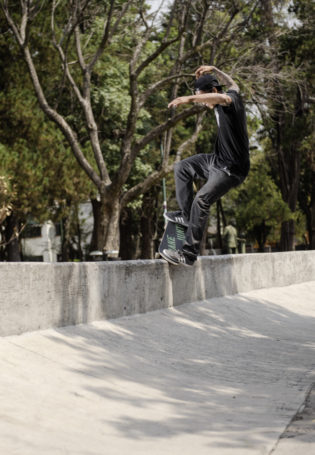 adidasSkateboarding-Street-Mexico- Kervin_Nosegrind_pop